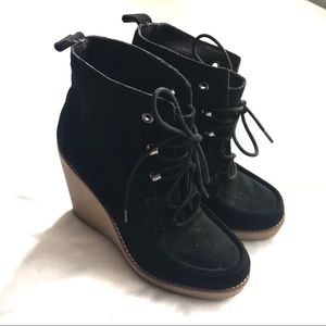Gap black lace up suede wedged ankle boots